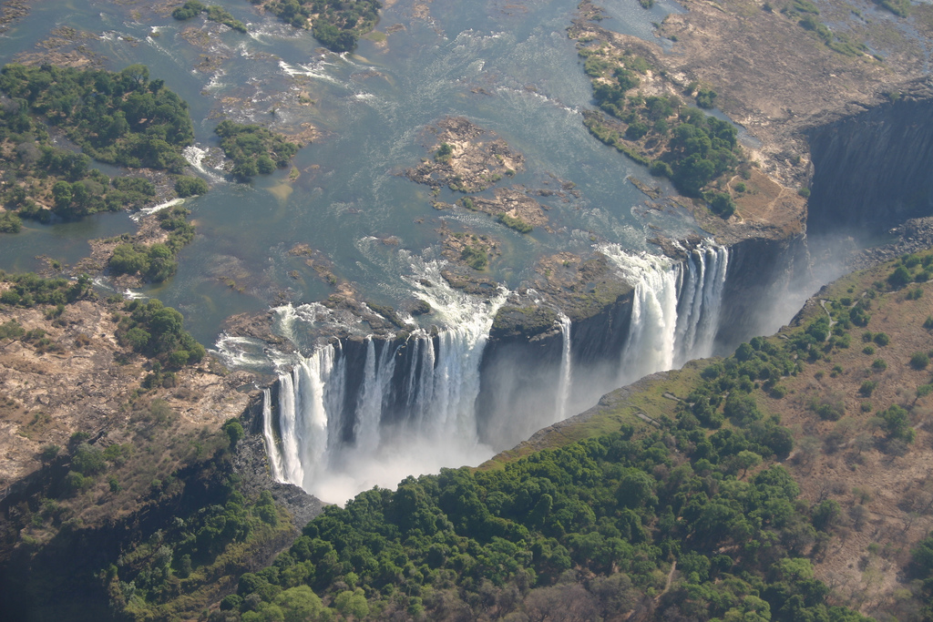 Budget travel in victoria falls budget travel guide for Chutes victoria piscine du diable